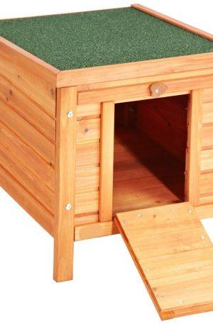 casa de madera para conejos en el exterior