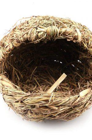nido de conejos hecho a mano de paja